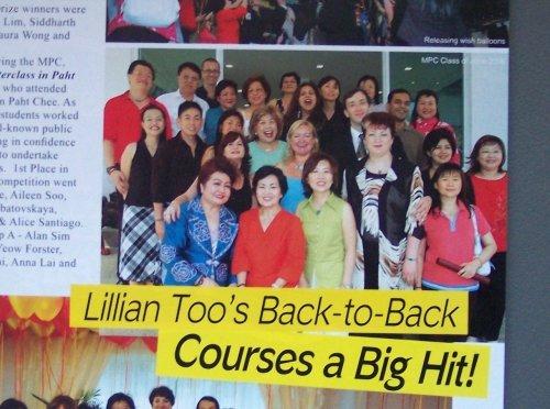 Articol de prezentare a cursurilor din Malezia. In imagine grupa de cursanti din care a facut parte Cristina si Dan, cu Lillian Too in centrul fotografiei. Publicatia Feng Shui World iulie/august 2006 - editia in limba engleza - Malaezia