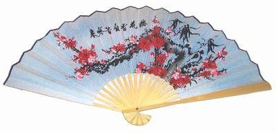 Evantai Feng Shui cu flori de prun si ideograme norocoase